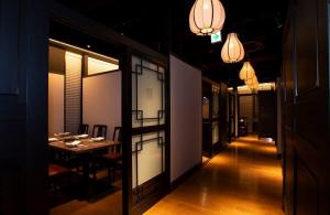 60周年を記念して創業の地に旗艦店「重慶飯店本館」本日リニューアルオープンのようです。