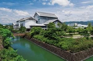 自由にアートを堪能できるスポット...高知県高知市高須の「高知県立美術館」