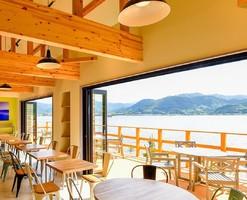 水景色の指定席...鳥取県東伯郡湯梨浜町に宿泊施設&カフェ「湖屋」本日グランドオープン