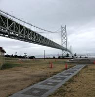 雨の明石海峡大橋。。。