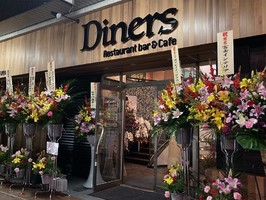 コンセプトはアメリカン...静岡県富士市本町に「レストラン&カフェバー ダイナース」11/7オープン