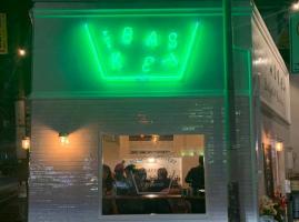カゴの形の小さなバーガースタンド...福岡市中央区薬院1丁目の「ザ バスケット」