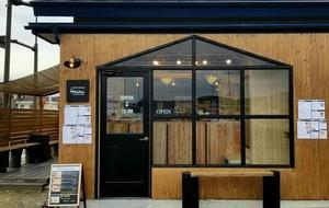 コーヒーとワッフル。。岩手県一関市川崎町にある道の駅かわさきの『カフェスタンドアルト』