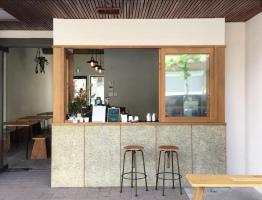 まちと日常の中にあるコーヒースタンド...山形県山形市香澄町1丁目の「デイアンドコーヒー」