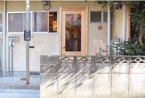 福岡市中央区六本松1丁目に小さな焙煎所「花待ち雨珈琲」がプレオープン中のようです。