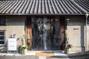 米倉庫を改装したソリッソ・リッソ内のカフェ。。長崎県東彼杵郡東彼杵町瀬戸郷の『ツバメコーヒー』