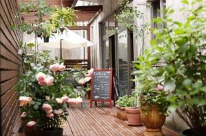 ブライダルハウス内のカフェ。。鹿児島県鹿児島市城山町の『カフェドロッポンギ』