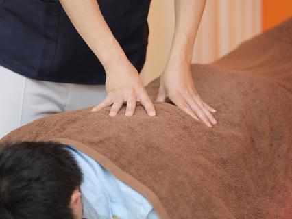 ★腰痛お悩みの方へ★全身整体+首回りの筋肉調整+骨盤調整+ハイブリッド電気施術