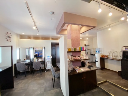 14207BASE Beauty  Lounge