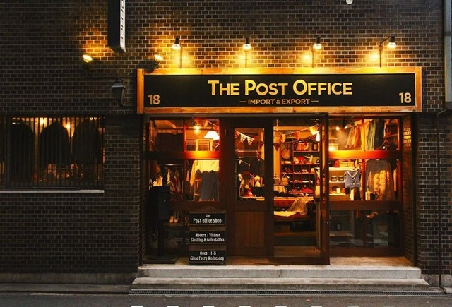 """<p>【 The Post Office Shop 】</p> <p>厳選された英国とヨーロッパのプロダクトを中心に、国内外の新旧を織り交ぜたヴィンテージウェア、雑貨、アンティークジュエリーを扱うヴィンテージ&コンセプトショップ。<br /><br />http://bit.ly/2Zm8dTF</p> <p>大阪市北区豊崎3丁目1-18</p><div class=""""news_area is_type01""""><div class=""""thumnail""""><a href=""""http://bit.ly/2Zm8dTF""""><div class=""""image""""><img src=""""https://scontent-nrt1-1.cdninstagram.com/v/t51.2885-15/e35/75588047_613552196048905_747009347127662150_n.jpg?_nc_ht=scontent-nrt1-1.cdninstagram.com&_nc_cat=101&_nc_ohc=lZvl_6DYHkwAX-FTH0-&oh=fb06c332538a3f240e02294940529f19&oe=5E048192""""></div><div class=""""text""""><h3 class=""""sitetitle"""">The Post Office Shop on Instagram: """"本日クリスマスフェア最終日????????‼️ 皆さまお待ちしております????????????""""</h3><p class=""""description"""">105 Likes, 0 Comments - The Post Office Shop (@thepostofficeshop) on Instagram: """"本日クリスマスフェア最終日????????‼️ 皆さまお待ちしております????????????""""</p></div></a></div></div> ()"""