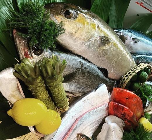 "<div>「魚屋 UOTACHI」3/14~プレオープン</div> <div>新鮮なお魚TACHIが毎日、大阪中央卸市場を始め、</div> <div>鹿児島最南端の佐田岬や長崎の離島壱岐から直送..</div> <div>https://www.instagram.com/uotachi/</div> <div> <blockquote class=""twitter-tweet""> <p lang=""ja"" dir=""ltr"">江戸前の玉子焼🐣<br /><br />江戸前寿司では定番の厚焼き玉子です<br />鱈のすり身と生クリームで、しっとりキメの細かい優しい食感に👍<br />またこの銅鍋は熱伝導率が非常に高く、全体を均一に火を入れてくれるスグレモノ!<br />これからもどんどん活躍して頂きます😍<a href=""https://twitter.com/hashtag/%E5%A4%A7%E9%98%AA%E8%A5%BF%E5%8C%BA%E6%96%B0%E7%94%BA?src=hash&ref_src=twsrc%5Etfw"">#大阪西区新町</a><a href=""https://twitter.com/hashtag/%E5%AF%BF%E5%8F%B8%E3%81%A8%E9%AE%AE%E9%AD%9A%E3%81%AE%E5%B0%82%E9%96%80%E5%BA%97?src=hash&ref_src=twsrc%5Etfw"">#寿司と鮮魚の専門店</a><a href=""https://twitter.com/hashtag/3%E6%9C%88%E3%82%AA%E3%83%BC%E3%83%97%E3%83%B3?src=hash&ref_src=twsrc%5Etfw"">#3月オープン</a> <a href=""https://t.co/vJy5Zd4miJ"">pic.twitter.com/vJy5Zd4miJ</a></p> — UOTACHI@shinmachi (@UOTACHi_) <a href=""https://twitter.com/UOTACHi_/status/1369347415455727617?ref_src=twsrc%5Etfw"">March 9, 2021</a></blockquote> <script async="""" src=""https://platform.twitter.com/widgets.js"" charset=""utf-8""></script> </div> ()"