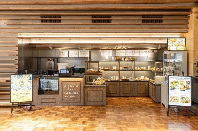 "<div>「KYOTO 1er BAKERY with cuisine」7/22グランドオープン</div> <div>京都の人気ベーカリー約10店舗の</div> <div>人気商品を集めたパンのセレクトショップ...</div> <div>https://goo.gl/maps/q1pWPrkz7hpsViqY8</div> <div>https://www.instagram.com/kyoto1erbakerywithcuisine/</div> <div><iframe src=""https://www.facebook.com/plugins/post.php?href=https%3A%2F%2Fwww.facebook.com%2Fcoconkarasuma%2Fposts%2F4150342148417907&show_text=true&width=500"" width=""500"" height=""759"" style=""border: none; overflow: hidden;"" scrolling=""no"" frameborder=""0"" allowfullscreen=""true"" allow=""autoplay; clipboard-write; encrypted-media; picture-in-picture; web-share""></iframe></div> <div><iframe src=""https://www.facebook.com/plugins/post.php?href=https%3A%2F%2Fwww.facebook.com%2Fpermalink.php%3Fstory_fbid%3D113281227694711%26id%3D107566761599491&show_text=true&width=500"" width=""500"" height=""666"" style=""border: none; overflow: hidden;"" scrolling=""no"" frameborder=""0"" allowfullscreen=""true"" allow=""autoplay; clipboard-write; encrypted-media; picture-in-picture; web-share""></iframe></div><div class=""news_area is_type02""><div class=""thumnail""><a href=""https://goo.gl/maps/q1pWPrkz7hpsViqY8""><div class=""image""><img src=""https://lh5.googleusercontent.com/p/AF1QipPezyDNLp5EBzYMMz9OJL-koJi9CwwGX7SC3fHJ=w256-h256-k-no-p""></div><div class=""text""><h3 class=""sitetitle"">KYOTO 1er BAKERY with cuisine · 〒600-8411 京都府京都市下京区水銀屋町620番地 COCON KARASUMA 1階</h3><p class=""description"">★★★★☆ · ベーカリー</p></div></a></div></div> ()"