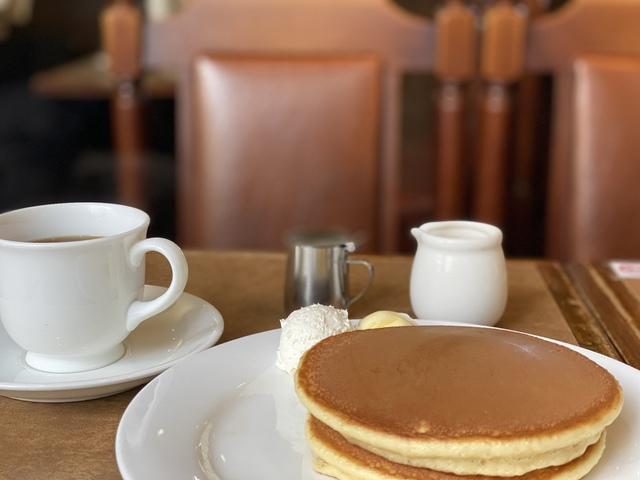 """<p>おはようございます。</p> <p>今朝は、なかおか珈琲中之島店のモーニング(手焼きのホットケーキ)をいただいています。</p> <p>モーニングメニューが豊富で、珈琲のおかわりも無料です。</p><div class=""""thumnail post_thumb""""><a href=""""""""><h3 class=""""sitetitle""""></h3><p class=""""description""""></p></a></div> ()"""