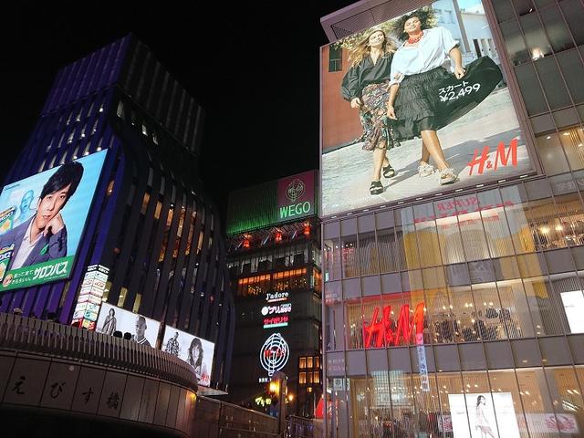 <p>この「グリコサイン」ですね。</p> <p>2014年10月に6代目としてリニューアル。</p> <p>大阪で一番写真に撮られている看板でしょうね。</p> <p>hara<br /><br /></p> ()
