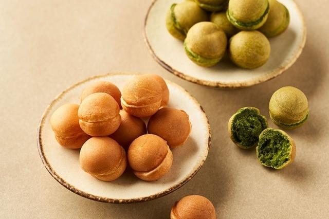 """<p>かすてらぼーる専門店「オボコロ」2月22日オープン!</p> <p>""""思わずパクパク食べてしまう""""絶妙な食感を追求!</p> <p>一粒直径3cmの一口サイズなので小さなおこさまのおやつにもオススメ。</p> <p>オリジナルブレンド粉に三木鶏卵の赤卵と豆乳を加え、毎日その場で丁寧に焼き上げる。</p> <p>口に運ぶたびに、思い出に寄り添うようなどこか懐かしい味のオボコロ。。</p> <p>https://www.instagram.com/p/B8xDMWAnKWV/</p><div class=""""news_area is_type01""""><div class=""""thumnail""""><a href=""""https://www.instagram.com/p/B8xDMWAnKWV/""""><div class=""""image""""><img src=""""https://scontent-nrt1-1.cdninstagram.com/v/t51.2885-15/e35/84985164_521153441904979_6961128864291995834_n.jpg?_nc_ht=scontent-nrt1-1.cdninstagram.com&_nc_cat=107&_nc_ohc=WdpxdDBEB2gAX9QBDFx&oh=e1db244d170c5c00553d7313882e34ae&oe=5E78500D""""></div><div class=""""text""""><h3 class=""""sitetitle"""">京・かすてらぼーる オボコロ on Instagram: """". #京都#錦市場#もっちり#ふわふわ#かすてらぼーる#おやつ#お手土産#プレーン#抹茶""""</h3><p class=""""description"""">1 Likes, 0 Comments - 京・かすてらぼーる オボコロ (@ovocoro_ball) on Instagram: """". #京都#錦市場#もっちり#ふわふわ#かすてらぼーる#おやつ#お手土産#プレーン#抹茶""""</p></div></a></div></div> ()"""