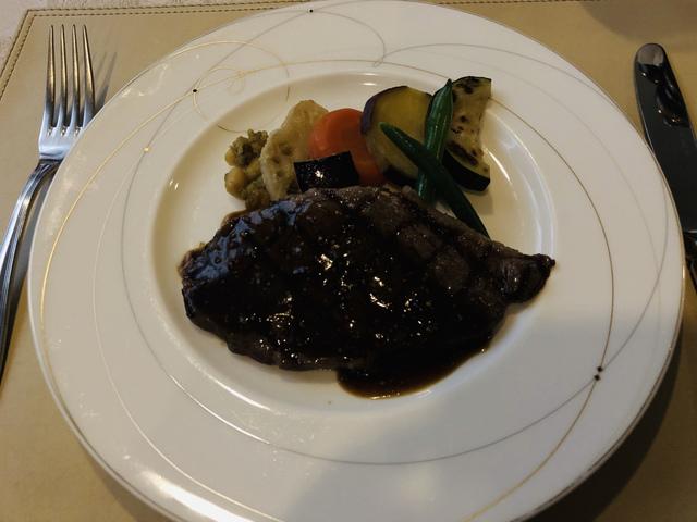 """<p>今回は名張市桔梗が丘にある、伊賀牛 金谷さんにおしゃましてきました!</p> <p>そこで、伊賀牛赤身肉のステーキのランチを。</p> <p>とっても柔らかくて美味しいステーキでした!</p> <p>みなさんもぜひ^_^</p> <p></p> <p>ごちそうさまでした(о´∀`о)</p><div class=""""thumnail post_thumb""""><a href=""""""""><h3 class=""""sitetitle""""></h3><p class=""""description""""></p></a></div> ()"""