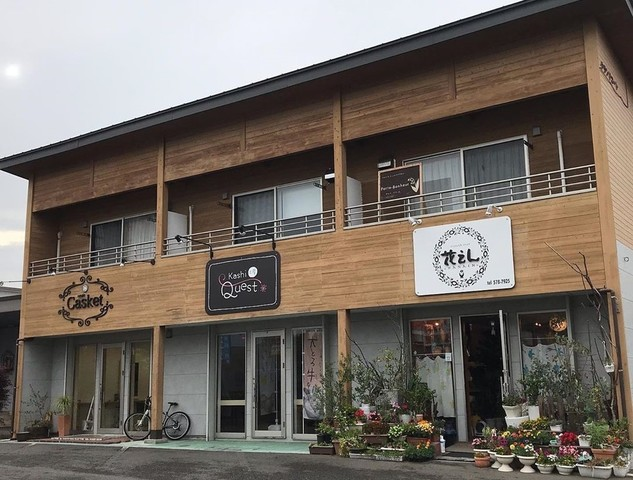 "<p>『Kashi工房Quest』7/7グランドオープン</p> <p>大とろ牛乳販売店として、全国で4店舗目&西日本初出店。</p> <p>https://goo.gl/maps/VmiBVZSR3FwcHm167</p> <p>https://twitter.com/doradora69_69/media</p> <div class=""news_area is_type02""> <div class=""thumnail""><a href=""https://goo.gl/maps/VmiBVZSR3FwcHm167""> <div class=""image""><img src=""https://lh5.googleusercontent.com/p/AF1QipOxoti9QkcohsHO1GMHT6ITG3LpXNjdoiTfNzA=w256-h256-k-no-p"" /></div> <div class=""text""> <h3 class=""sitetitle"">Kashi 工房 Quest</h3> <p class=""description"">★★★★★ · スイーツ店 · 大字市1280 グランド・コート 102</p> </div> </a></div> </div> ()"
