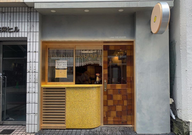 <p>インド人風スタッフと割烹女将の店</p>
