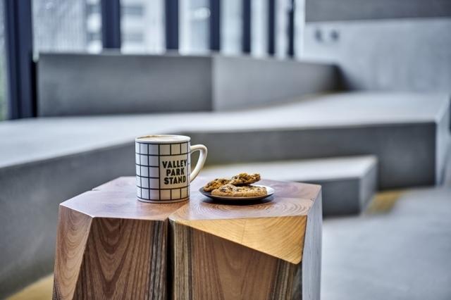 """<p>渋谷の街を架空の公園""""VALLEY PARK""""と捉えたビジターセンターカフェ</p> <p>sequence MIYASHITA PARK 4Fに「VALLEY PARK STAND」8月1日オープン!</p> <p>朝昼はコーヒー&ペイストリーや世界中の国際都市で大人気のピタサンドが</p> <p>気軽に楽しめるカフェとして、夜はクラフトスピリッツにこだわった</p> <p>ロングカクテルをサーブするパークサイド・バーにスイッチする。。。</p> <p>https://www.instagram.com/valleyparkstand/</p> ()"""
