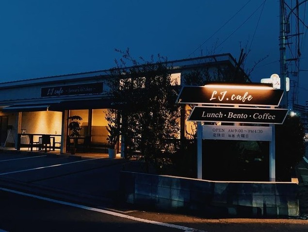 "<div>「LJ cafe」4/3グランドオープン</div> <div>地元農家さんのお野菜やお米を中心に、</div> <div>季節のお野菜を使ったランチメニューや</div> <div>パン・お弁当・ドリンクなどのテイクアウトメニュー...</div> <div>https://goo.gl/maps/rd5mS9PG8TcGyRoS8</div> <div>https://www.instagram.com/lj__cafe/</div><div class=""news_area is_type02""><div class=""thumnail""><a href=""https://goo.gl/maps/rd5mS9PG8TcGyRoS8""><div class=""image""><img src=""https://lh5.googleusercontent.com/p/AF1QipOUQofu7JRKvKRYD2NbiqUu4mHKr8EmoqK0XpIu=w256-h256-k-no-p""></div><div class=""text""><h3 class=""sitetitle"">LJ cafe</h3><p class=""description"">カフェテリア · 道場2丁目13−10</p></div></a></div></div> ()"