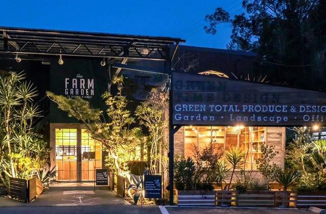 """<p>緑に囲まれたカフェと迫力の植物園「the Farm UNIVERSAL osaka」</p> <p>植物を体感しながら花苗や大きな庭木、観葉植物、珍しい多肉植物など</p> <p>自分にあったたくさんの植物と出会い、</p> <p>植物を愉しむための充実したツールやスポットを見つけたりする。</p> <p>大人から子供まで全ての人が植物を愉しむためのガーデンセンター...</p> <p>http://bit.ly/2MW95tY</p><div class=""""news_area is_type01""""><div class=""""thumnail""""><a href=""""http://bit.ly/2MW95tY""""><div class=""""image""""><img src=""""https://scontent-nrt1-1.cdninstagram.com/vp/c9a214a03331b6f012c3eb9cf83e3e5b/5DE02AC4/t51.2885-15/e35/s1080x1080/65201876_709482706177497_7815831413410724314_n.jpg?_nc_ht=scontent-nrt1-1.cdninstagram.com""""></div><div class=""""text""""><h3 class=""""sitetitle"""">FARMER'S KITCHEN on Instagram: """"・ ・ 梅雨に入り雨や湿気で過ごしにくい日が 続いておりますね☂️✨ ・ 是非週末は沢山のグリーンに囲まれた#thefarmuniversal #farmerskitchen に 癒されに来て下さいませ☺️???? ・ ・ #北摂カフェ  #植物のある暮らし  #lunch…""""</h3><p class=""""description"""">190 Likes, 1 Comments - FARMER'S KITCHEN (@farmers_kitchen_) on Instagram: """"・ ・ 梅雨に入り雨や湿気で過ごしにくい日が 続いておりますね☂️✨ ・ 是非週末は沢山のグリーンに囲まれた#thefarmuniversal #farmerskitchen に…""""</p></div></a></div></div> ()"""