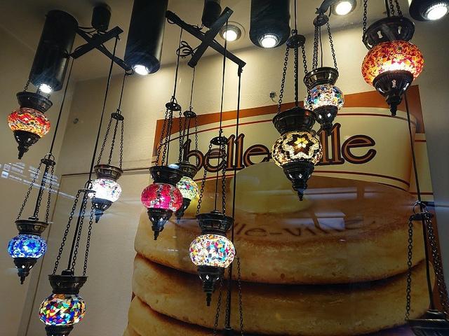 <p>今朝はホワイティ梅田のベル・ヴィルさんで、</p> <p>ミルフィーユパンケーキ4枚をいただきました。</p> <p>朝は、コーヒー付き490円とかなりお得です。<br /><br />hara</p> ()