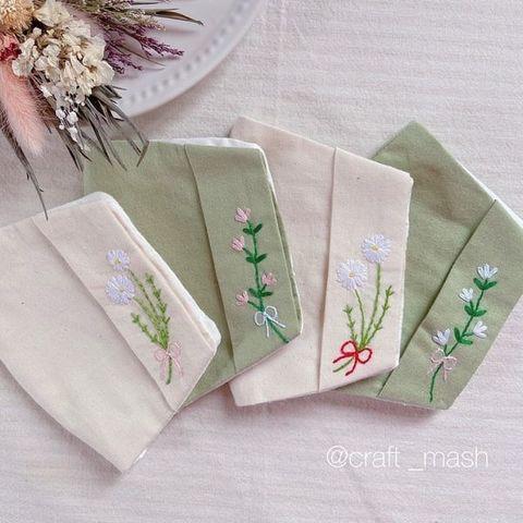 "<p>こんにちは。ココチザッカです😊<br />作家『craft mash』様をご紹介します。<br />マスクカバー✨<br />手刺繍でお花がデザインされていてとっても可愛いです💕<br />マスクカバーは、不織布マスクを着用したいけど肌が荒れてしまうって方や、<br />マスクをちょっと可愛く♡オシャレにしたいって方にオススメです😊<br />¥550(税込¥605)<br />https://www.instagram.com/p/CPmNcUcHXnW/<br /><br /></p> <p>●ココチザッカ6月営業日時変更のお知らせ●<br />https://www.instagram.com/p/CPj4hgenkyV/<br /><br /><strong>cocochizakka</strong> 奈良県香芝市狐井613 2階 ・・・・・・・<br />open:10:00-17:00 close:日曜.木曜.第三水曜日<br /><strong>☎0745-44-8275</strong> mail:cocochizakka@gmail.com<br /><a href=""https://www.instagram.com/cocochizakka/"">Instagram</a><a href=""https://www.facebook.com/cocochizakka613/"">Facebook</a><a href=""/cocochizakka"">PRtree</a><a href=""https://cocochizakka.jimdofree.com/"">HP</a><br />近鉄五位堂駅より徒歩10分 敷地内に20台以上駐車可<br /><br /><strong>ココチキッチン奈良狐井</strong> 奈良県香芝市狐井613 1階 ・・・・・・・<br />open:11:00-14:30 17:30-21:30 close:木曜.第三水曜日<br /><strong>☎</strong><strong>0745-44-8275 ※完全予約制<br /></strong><a href=""https://www.instagram.com/cocochikitchen/"">Instagram</a><a href=""https://twitter.com/cocochikitchen"">twitter</a><a href=""https://www.facebook.com/cocochi.kitchen/"">Facebook</a><a href=""/cocochikitchen"">PRtree</a><a href=""http://www.cocochi-kitchen.com/"">HP</a><br />🍝ランチご予約フォーム ☞ https://bit.ly/37LSktG<br />※ランチは11時~と13時~の二部制営業になります。<br />前々日(定休日除く)午前中迄のご予約でご利用下さい。<br />前々日(定休日除く)午後以降のご予約はお電話のみの受付になります。<br /><br />🍖ディナーご予約フォーム ☞ https://bit.ly/37LSktG<br />※ディナーは前々日(定休日除く)午前中迄にご予約願います。<br /><br />ココチキッチンメニュー ☞ http://bit.ly/2Lub1cd<br /><br /><a href=""https://bit.ly/2VkdWrd"">近鉄五位堂駅からの動画</a> <a href=""https://bit.ly/2wBiy48"">近鉄下田駅からの動画</a></p> <div class=""image"" style=""display: inline !important;""><img src=""/sv_image/w640h640/vf/K1/vfK135sFmv9tFVVs.jpg"" /></div> <div class=""news_area is_type01""> <div class=""thumnail""><a href=""https://www.instagram.com/p/B9Ghan-pUVe/""> <div class=""text""> <h3 class=""sitetitle"">cocochikitchen ココチキッチン奈良狐井's Instagram photo: ""ココチキッチン奈良狐井2階のcocochi zakkaの店内の写真です。 . 全国のハンドメイド作家様70名様以上の作品を販売させていただいています。. . 雑貨だけでも、ぜひお気軽にお立ち寄り下さい。…""</h3"