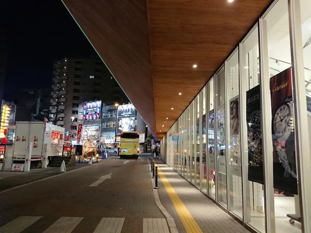 <p>去年4月にオープンしたDOTON PLAZA。</p> <p>観光バス専用の誘導路がある商業施設です。</p> <p>7月頃よりお相撲さんが出現!</p> <p>今年も写真スポットとして活躍しています。</p> ()