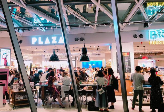 """<p>PLAZAのスタンダード×WHATS HOT NOW</p> <p>東京国際フォーラムA棟に「PLAZA 東京店」10月4日オープン!</p> <p>店内にはニューヨーク・ブルックリン発祥のカフェ</p> <p>BROOKLYN ROASTING COMPANYを併設。。</p> <p>http://bit.ly/2Vl3XS9</p><div class=""""thumnail post_thumb""""><a href=""""http://bit.ly/2Vl3XS9""""><h3 class=""""sitetitle""""></h3><p class=""""description"""">本日10/4(金)オープンの「PLAZA 東京店」に TBSラジオ『PLAZA 東京 presents:THINGS GIRLS LIKE』から 2019 ミス・ジャパン グランプリの土屋炎伽さんたちが遊びにきてくれました????????❤️   収録時は""""THINGS GIRLS LIKE(女の子の好きなもの)""""...</p></a></div> ()"""