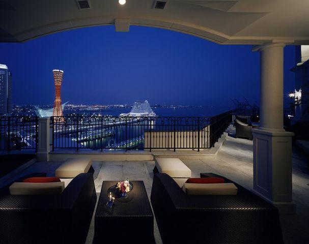 """<p>『Hotel La Suite Kobe Harborland』</p> <p>70室全てがオーシャンビューのスモールラグジュアリーホテル。</p> <p>兵庫県神戸市中央区波止場町7-2</p> <p>http://bit.ly/3cSlABf</p><div class=""""news_area is_type01""""><div class=""""thumnail""""><a href=""""http://bit.ly/3cSlABf""""><div class=""""image""""><img src=""""https://scontent-nrt1-1.cdninstagram.com/v/t51.2885-15/e35/70806986_550951245690381_3815911514239681171_n.jpg?_nc_ht=scontent-nrt1-1.cdninstagram.com&_nc_cat=109&_nc_ohc=iA82JPB4pCEAX_wiKND&oh=f4ee75a68b8364d9aec8920d828bb43b&oe=5E935C0F""""></div><div class=""""text""""><h3 class=""""sitetitle"""">ホテル ラ・スイート神戸ハーバーランド on Instagram: """"鉄板焼 心で愉しむクリスマスディナーはいかがでしょうか。シェフの巧みな技と心地よい会話と共に冬の素材の味を焼きたてでご堪能いただけます。 . オーシャンビューの鉄板焼カウンターからは、うつろう時間とともに表情を変える夕景と宝石のように煌めく夜景が。 .…""""</h3><p class=""""description"""">261 Likes, 1 Comments - ホテル ラ・スイート神戸ハーバーランド (@hotellasuitekobe) on Instagram: """"鉄板焼 心で愉しむクリスマスディナーはいかがでしょうか。シェフの巧みな技と心地よい会話と共に冬の素材の味を焼きたてでご堪能いただけます。 .…""""</p></div></a></div></div> ()"""