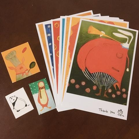 <p>イラストレーターのmaroさんのメモリアル展示です。<br />ジュイエ所蔵のmaroさんの作品と、maroさん所縁の作家さんとのコラボレーション。<br />イラスト中心に楽しい空間が広がります。</p> <p>参加作家: maro・かおかおパンダ・スサイタカコ・木村晴美・ninko ouzou・sioux・鈴木誌織(順不同)</p> <p>Maro Fes 2020<br />日時:2020年7月3日(金)〜7月12日(日)<br />※水曜定休<br />12:00〜19:00(最終日は18:00まで)<br />場所:ギャルリー・ジュイエ<br />〒166-0002 東京都杉並区高円寺北3-41-10<br />メゾンジュイエ1F<br />TEL.03-3310-8371</p> <p>*新型コロナウィルス感染の状況を鑑み、<br />展示が延期になることがあります。<br />*ギャラリー内ではマスクの着用をお願いします。<br />また体調の悪い方はご来廊をお控えください。<br />*混雑時は入場をお待ちいただいたり、<br />ギャラリー内での時間制限させていただくことがあります。ご了承ください。</p> <p>(写真は2010年のmaroさんチャリティー展のポストカードとシールセットです。)</p> ()