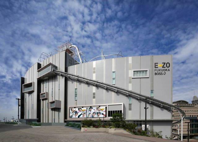 """<p>福岡ソフトバンクホークスが福岡PayPayドームの隣に</p> <p>複合エンターテインメント施設「BOSS E・ZO FUKUOKA」を7月21日オープン!</p> <p>チームラボによる新しいミュージアム「チームラボフォレスト(teamLab Forest)」</p> <p>玄界灘と福岡市中心部を一望できる絶景アトラクション「絶景3兄弟」</p> <p>最先端のバーチャルコンテンツを体験できる「ブイワールド エリア(V-World AREA)」</p> <p>「王貞治ベースボールミュージアム Supported by リポビタンD」など。。</p> <p>https://bit.ly/3fYjuR0</p><div class=""""news_area is_type01""""><div class=""""thumnail""""><a href=""""https://bit.ly/3fYjuR0""""><div class=""""image""""><img src=""""https://scontent-nrt1-1.xx.fbcdn.net/v/t1.0-9/105615028_2956189757782919_244526232874155714_o.jpg?_nc_cat=110&_nc_sid=8024bb&_nc_oc=AQmtx2O-qhuhPyBUVZA5Dyo5hPuWgk-9y2ffMJt5_DNnSsi01FOjqi_sGa9-cFER_MY&_nc_ht=scontent-nrt1-1.xx&oh=5c521e8897b1d66f22f452efe87f2ab1&oe=5F1BA05B""""></div><div class=""""text""""><h3 class=""""sitetitle"""">福岡ソフトバンクホークス</h3><p class=""""description"""">福岡新名所、ついに開業へ!PayPayドームに隣接するエンタメ施設「BOSS E・ZO FUKUOKA」の事前予約チケットが7/1販売開始!ここでしか体験できない3種類の絶景アトラクションや話題のチームラボ施設など楽しもう!チケット購入は公式サイトから!  公式サイト:https://e-zofukuoka.com/</p></div></a></div></div> ()"""