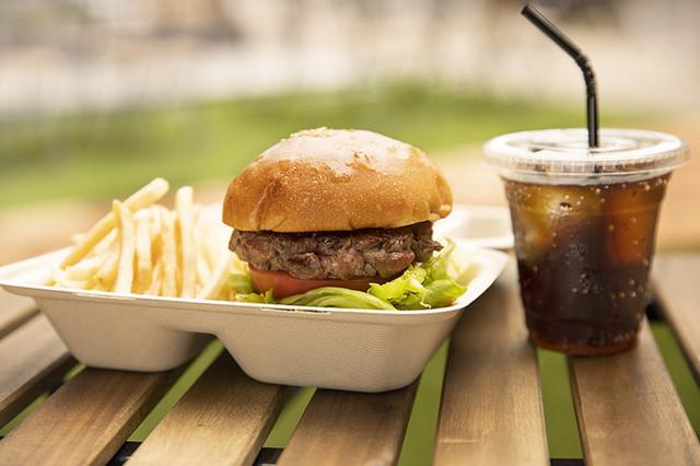 "<div>旨味溢れる赤身と上品な脂肪の絶妙なバランスで知られる</div> <div>ブラックアンガス牛専門「COWMAN STEAK CLUB」8月22日グランドオープン!</div> <div>極上の肉を求めてアメリカで牧場を立ち上げ、本場のアメリカンステーキを提供。。</div> <div>http://cowman.jp/</div> <div>https://www.facebook.com/cowmansteakclub</div> <div>https://www.instagram.com/cowmansteakclub/</div><div class=""news_area is_type01""><div class=""thumnail""><a href=""http://cowman.jp/""><div class=""image""><img src=""https://cowman.jp/assets/images/common/ogp.jpg""></div><div class=""text""><h3 class=""sitetitle"">COWMAN STEAK CLUB(カウマンステーキクラブ)公式サイト</h3><p class=""description"">2020.08.22(SAT)東京・神楽坂にオープン!アメリカの大自然の中で育った牧場直送のブラックアンガス牛を、本場スタイルの料理法でご提供。肉好きのための""クラブ""の誕生です。</p></div></a></div></div> ()"