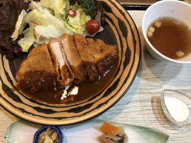 """<p>今回は3月28日にオープンした、ビストロ de gaji庵さんにおじゃましてきました!</p> <p>そこで伊賀牛ハンバーグランチと、</p> <p>ポークカツランチをいただきました^_^</p> <p>ボリュームもあって美味しかったです!</p> <p>お店の方が気さくな方ばかりで、居心地も良く。。</p> <p>お近くに行かれた際には是非!</p> <p>ごちそうさまでした(o^^o)</p> <div class=""""thumnail post_thumb""""> <h3 class=""""sitetitle""""></h3> </div><div class=""""thumnail post_thumb""""><a href=""""""""><h3 class=""""sitetitle""""></h3><p class=""""description""""></p></a></div> ()"""