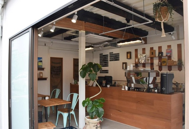"""<div>『Manaia Coffee&Things』</div> <div>世界と人々の暮らしに、心地良い調和を。</div> <div>京都府京都市北区小山町223-6</div> <div>https://tabelog.com/kyoto/A2601/A260503/26035664/<br />https://www.instagram.com/manaia_coffeeandthings/</div> <div><iframe src=""""https://www.facebook.com/plugins/post.php?href=https%3A%2F%2Fwww.facebook.com%2Fpermalink.php%3Fstory_fbid%3D169570955098184%26id%3D105004711554809&show_text=true&width=500"""" width=""""500"""" height=""""676"""" style=""""border: none; overflow: hidden;"""" scrolling=""""no"""" frameborder=""""0"""" allowfullscreen=""""true"""" allow=""""autoplay; clipboard-write; encrypted-media; picture-in-picture; web-share""""></iframe></div> <div class=""""news_area is_type01""""> <div class=""""thumnail""""><a href=""""https://tabelog.com/kyoto/A2601/A260503/26035664/""""> <div class=""""image""""><img src=""""https://tblg.k-img.com/resize/640x640c/restaurant/images/Rvw/151230/151230787.jpg?token=be6ce35&api=v2"""" /></div> <div class=""""text""""> <h3 class=""""sitetitle"""">Manaia Coffee&Things (鞍馬口/コーヒー専門店)</h3> <p class=""""description"""">★★★☆☆3.03 ■予算(昼):~¥999</p> </div> </a></div> </div> ()"""