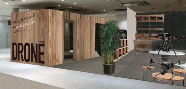 """<p>マロニエゲート銀座3の4階に、ドローンレースと飲食を楽しめる</p> <p>日本最大級212坪のドローンカフェ「SKYFIGHT CAFE 銀座」6月5日オープン!</p> <p>ドローンレースに加え、ドリンクや軽食も一緒に楽しめる他、</p> <p>ドローンスクール、スカイファイトストアが集結、</p> <p>楽しむ・学ぶ・集まる・手に入れるを全て叶えるカフェが銀座に誕生。。。</p> <p>https://drone-skyfight.com/cafe/</p><div class=""""thumnail post_thumb""""><a href=""""https://drone-skyfight.com/cafe/""""><h3 class=""""sitetitle"""">世界初ドローンが楽しめるカフェが銀座にオープン!</h3><p class=""""description"""">銀座にドローンが楽しめるカフェがオープン!!ドリンクを飲みながら、今話題のドローンの操縦をしてみませんか</p></a></div> ()"""