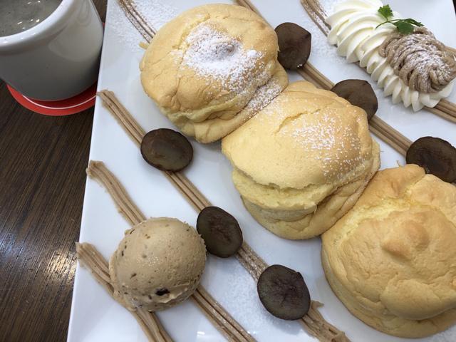 """<p>今回は名張市希央台のカフェジョリオンさんへおじゃましてきました!</p> <p>そちらでフワッフワのパンケーキを。</p> <p>ストロベリー、マロン、キャラメルです!</p> <p>ケーキ屋さんのパンケーキ、とっても美味しかったです^_^</p> <p></p> <p>ごちそうさまでした(o^^o)</p> <p></p><div class=""""thumnail post_thumb""""><a href=""""""""><h3 class=""""sitetitle""""></h3><p class=""""description""""></p></a></div> ()"""