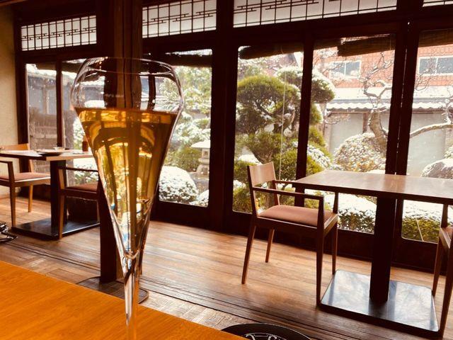 "<div>昨日は、RE/MAX cocochiのある奈良県香芝市も午前中は雪景色になりました。<br />併設している直営の古民家ダイニングココチキッチン奈良狐井でランチをいただき、午後に、古民家の雰囲気に合わせたRE/MAXcocochi看板も取り付けてみました。<br />4月オフィスオープンに向けて様々な準備をしています。<br /><br />その他の写真はFBに<br />http://bit.ly/2XBZ3SI<br /><br />只今、エージェント募集中です!<br />https://www.remax-cocochi.jp/recruit.html<br /><br />RE/MAXcocochi各SNSのフォローもぜひお願いします。<br />ほぼフォローバックいたします。<br />https://www.facebook.com/REMAXcocochi<br />https://www.instagram.com/remax.cocochi/<br />https://twitter.com/remaxcocochi</div> <div class=""news_area is_type01""> <div class=""thumnail""><a href=""https://www.remax-cocochi.jp/recruit.html""> <div class=""image""><img src=""/sv_image/w640h640/8F/Bb/8FBbJ566qTH41e82.png"" /></div> <div class=""text""> <h3 class=""sitetitle"">エージェント募集中!│RE/MAXcocochi</h3> <p class=""description"">透明性と公平性の不動産ネットワーク RE/MAX cocochi のホームページ。奈良県を中心に広範囲に活動しています。</p> </div> </a></div> </div> ()"