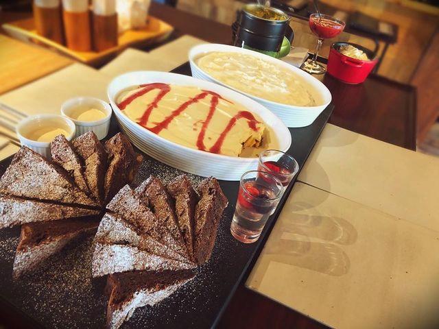 """<p>こんにちは、奈良県香芝市のココチキッチン奈良狐井です。<br /><br />本日の1枚の写真は、ランチタイムのデザートワゴン。<br /><br />毎日全5種類のデサートをお客様の前で盛りつけさせていただいています✨<br /><br />本日も皆様のご来店を心よりお待ちしています。<br /><br />●cocochizakkaよりお知らせ●<br />本日3月25日(水)臨時休業<br />3月29日(日)臨時営業10:30-18:00</p> <p><br /><strong>ココチキッチン奈良狐井</strong> 奈良県香芝市狐井613 ・・・・・・・<br />open:11:00-14:30 17:30-21:30 close:木曜.第三水曜日<br /><strong>tel:0745-44-8275</strong>※<strong>完全予約制<br /></strong>近鉄五位堂駅より徒歩10分 敷地内に大きな駐車場(20台以上)<br />※ランチは11時~と13時~の二部制営業になります。<br />※ディナーは2営業日前までにご予約願います。<br />※2階<a href=""""../../cocochizakka"""">cocochizakka</a>は10時30分から18時までの営業になります。</p> <p><br />https://www.instagram.com/cocochikitchen/</p> <div class=""""news_area is_type02""""></div> <div class=""""news_area is_type02""""> <div class=""""thumnail""""><a href=""""https://www.instagram.com/cocochikitchen/""""> <div class=""""image""""><img src=""""../../sv_image/w300h300/Y6/Xt/Y6XtltGBAhCNwfso.jpg"""" /></div> <div class=""""text""""> <h3 class=""""sitetitle"""">@cocochikitchen • Instagram photos and videos</h3> <p class=""""description"""">118 Followers, 88 Following, 12 Posts - See Instagram photos and videos from @cocochikitchen</p> </div> </a></div> </div> ()"""