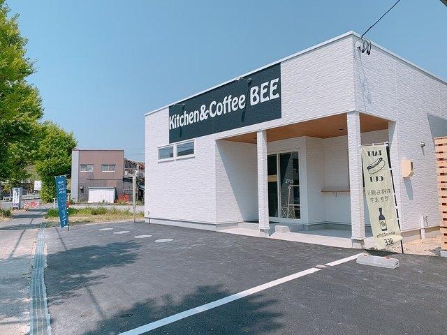 <p>「Kitchen&Coffee BEE」6/5グランドオープン</p> <p>身体に良い食事をコンセプトにBEEオリジナルのデリプレートや</p> <p>豆腐の生地で作ったエッグワッフル(台湾ワッフル)を提供...</p> <p>https://www.instagram.com/kcbee_na/</p> ()