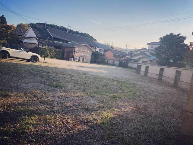 "<p>こんにちは、奈良県香芝市のココチキッチン奈良狐井です。<br /><br />本日の1枚の写真は、広ーい駐車場。<br /><br />お店までは少し狭い道も通りますが、お店の奥の駐車場はこんなに広いんです✨<br /><br />20台以上車が止められますので、乗り合わせも気にされなくて大丈夫です。<br /><br />本日も皆様のご来店を心よりお待ちしています!</p> <p><br />●cocochizakkaよりお知らせ●<br />4月12日(日) open 10:30-18:00<br />※4月は日曜日を営業、別の曜日でお休みさせていただきます。<br /><br /></p> <p><strong>ココチキッチン奈良狐井</strong> 奈良県香芝市狐井613 1階 ・・・・・・・<br />open:11:00-14:30 17:30-21:30 close:木曜.第三水曜日<br /><strong>tel:0745-44-8275</strong>※<strong>完全予約制<br /></strong>近鉄五位堂駅より徒歩10分 敷地内に大きな駐車場(20台以上)<br /><a href=""http://www.cocochi-kitchen.com/"">HP</a><a href=""https://www.instagram.com/cocochikitchen/"">Instagram</a><a href=""https://twitter.com/cocochikitchen"">twitter</a><a href=""https://www.facebook.com/cocochi.kitchen/"">Facebook</a><a href=""../../cocochikitchen"">PRtree</a><br />※ランチは11時~と13時~の二部制営業になります。<br />※ディナーは2営業日前までにご予約願います。<br />※2階<a href=""../../cocochizakka"">cocochizakka</a>は10時30分から18時までの営業になります。<br /><br /></p> <p><strong>cocochizakka</strong> 奈良県香芝市狐井613 2階 ・・・・・・・<br />open:10:30-18:00 close:日曜.木曜.第三水曜日<br /><strong>tel:0745-44-8275</strong> mail:cocochizakka@gmail.com<br /><a href=""https://cocochizakka.jimdofree.com/"">HP</a><a href=""https://www.instagram.com/cocochizakka/"">Instagram</a><a href=""https://www.facebook.com/cocochizakka613/"">Facebook</a><a href=""../../cocochizakka"">PRtree</a><br />※ココチ雑貨のみのご来店も大歓迎です。<br /><br /><a href=""https://bit.ly/2VkdWrd"">近鉄五位堂駅からの動画</a> <a href=""https://bit.ly/2wBiy48"">近鉄下田駅からの動画</a><br /><br /><a href=""../../cocochikitchen/menu/141.html"">https://prtree.jp/cocochikitchen/menu/141.html</a></p> <div class=""news_area is_type02""></div> <div class=""news_area is_type01""> <div class=""thumnail""><a href=""../../cocochikitchen/menu/141.html""> <div class=""image""><img src=""../../sv_image/w640h640/6I/5f/6I5fkMj0J2ZnRLyH.jpg"" /></div> <div class=""text""> <h3 class=""sitetitle"">奈良県香芝市の古民家を改装したイタリアンを中心としたダイニング『ココチキッチン奈良狐井』</h3> <p class=""description"">懐かしくて落ち着く古民家で少しだけ贅沢なひとときをお過ごし下さい</p> </div> </a></div> </div> ()"