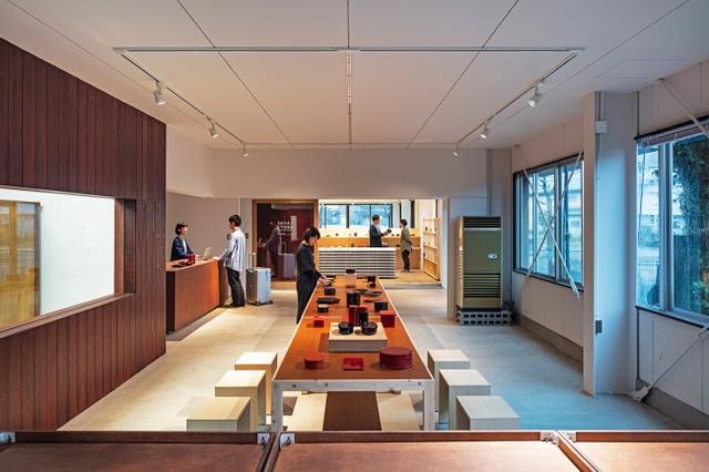 "<p>【 TOURISTORE 】ものづくりとデザイン</p> <p>福井県鯖江市河和田町19-8 2019.4/21オープン</p> <p>ショップ・漆器工房・観光案内所・デザイン事務所・レンタサイクルが入り、福井のものづくりとデザインの'いま'を体感できる小さな複合施設。</p> <p>http://bit.ly/2v6hTDm</p><div class=""news_area is_type01""><div class=""thumnail""><a href=""http://bit.ly/2v6hTDm""><div class=""image""><img src=""https://scontent-nrt1-1.cdninstagram.com/vp/37f297cdb954eca3493da1169eed80d5/5D34F924/t51.2885-15/e35/53727104_185805549055985_6854280400201064949_n.jpg?_nc_ht=scontent-nrt1-1.cdninstagram.com""></div><div class=""text""><h3 class=""sitetitle"">TOURISTORE on Instagram: ""\漆塗り自転車、製作中!/ TOURISTOREでは、漆器産地ならではの漆塗り自転車のレンタルサービス「URUSHIBIKE by tokyobike」をはじめます。 今回レンタルで提供する自転車は、人気自転車ブランド「TOKYOBIKE…""</h3><p class=""description"">74 Likes, 0 Comments - TOURISTORE (@touristore_fukui) on Instagram: ""\漆塗り自転車、製作中!/ TOURISTOREでは、漆器産地ならではの漆塗り自転車のレンタルサービス「URUSHIBIKE by tokyobike」をはじめます。…""</p></div></a></div></div> ()"