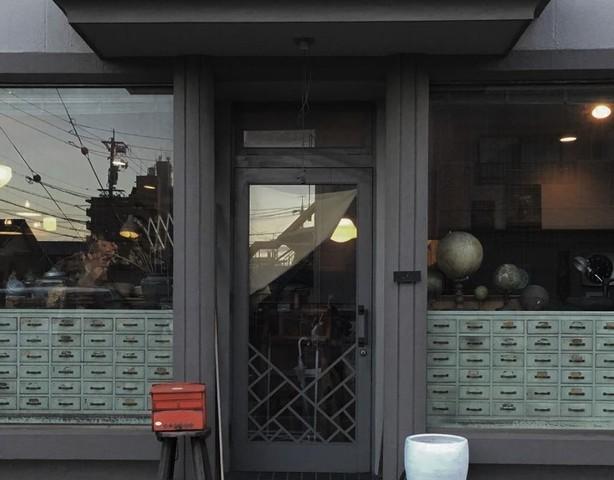 """<p>【 古道具 ナイマゼ 】</p> <p>年代・素材・国・カタチ・・様々なものを集めてひとつの空間を創り出す。古い時代の家具や道具を手入れしながら大切に使いたい。そんな思いから始まったお店。</p> <p>愛知県名古屋市天白区植田西3-113</p> <p>http://bit.ly/2vH0G6O</p> <div class=""""news_area is_type01""""></div><div class=""""news_area is_type01""""><div class=""""thumnail""""><a href=""""http://bit.ly/2vH0G6O""""><div class=""""image""""><img src=""""https://scontent-nrt1-1.cdninstagram.com/v/t51.2885-15/e35/p1080x1080/75379880_198794744593914_4398780321614671785_n.jpg?_nc_ht=scontent-nrt1-1.cdninstagram.com&_nc_cat=106&_nc_ohc=sZQ6xhZuAVQAX_BcSkH&oh=3400d559ca3332dc2d5e8cb17464dc9c&oe=5EE27C09""""></div><div class=""""text""""><h3 class=""""sitetitle"""">@naimaze_japan on Instagram: """". 22日の日曜の営業は、朝から仕入れの為、オープン時間が未定となります。 ご来店を予定していただいていた方は、お電話にて問い合わせください。 よろしくお願いします。  12月営業日  19日  12:00-18:00 20日  12:00-18:00 21日…""""</h3><p class=""""description"""">70 Likes, 0 Comments - @naimaze_japan on Instagram: """". 22日の日曜の営業は、朝から仕入れの為、オープン時間が未定となります。 ご来店を予定していただいていた方は、お電話にて問い合わせください。 よろしくお願いします。  12月営業日  19日…""""</p></div></a></div></div> ()"""