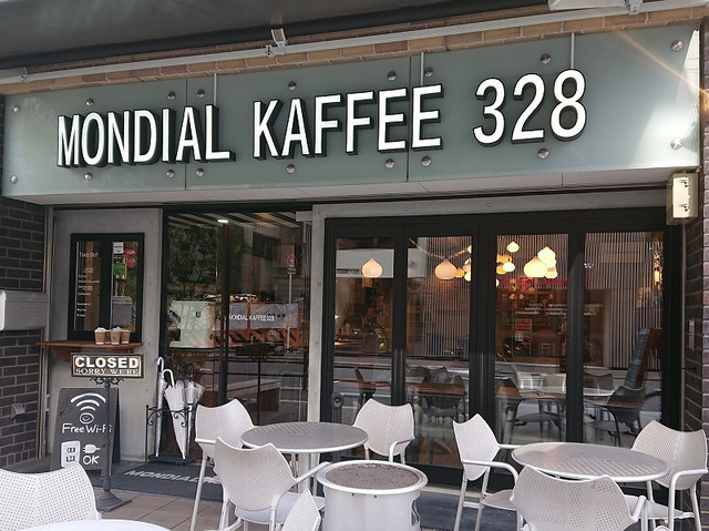 <p>今朝は四ツ橋駅近くのMONDIAL KAFFEE 328さんで、<br /><br />フレンチトーストとカプチーノをいただきました♪<br /><br />ラテアート世界チャンピオン山口淳一さんが監修されたそうです。<br /><br /></p> ()