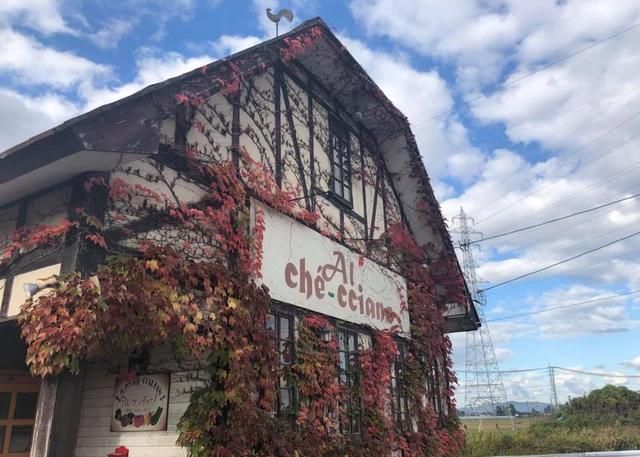 """<p>庄内イタリアン「Al-che-cciano」</p> <p>開店以来、庄内に暮らす生産者のもとを訪ね歩き</p> <p>食材の持ち味を最大限にひきたてる料理にして店で提供...</p> <p>http://bit.ly/2ZdH8Ay</p><div class=""""news_area is_type01""""><div class=""""thumnail""""><a href=""""http://bit.ly/2ZdH8Ay""""><div class=""""image""""><img src=""""https://scontent-nrt1-1.xx.fbcdn.net/v/t1.0-9/62410492_2119729948125539_6906925758409605120_n.jpg?_nc_cat=110&_nc_ht=scontent-nrt1-1.xx&oh=edfdec67dafa3b2105b558d2cc54cdbc&oe=5D982DC8""""></div><div class=""""text""""><h3 class=""""sitetitle"""">アル・ケッチァーノ</h3><p class=""""description"""">こんばんは!アル・ケッチァーノです。  本日の鶴岡は梅雨とは思えない晴れの日でした。  ディナーコースで提供している一皿  『ガサエビとそら豆のリゾット』  正式名はクロザコエビ、または、トゲクロザコエビ  ガサエビは庄内地方での呼び名です。  このガサエビ、頭までカリッと食べれますが、 頭は尖っている部分もあるのでお気をつけて召し上がってくださいね☺︎  〜お店情報〜 (本店)...</p></div></a></div></div> ()"""