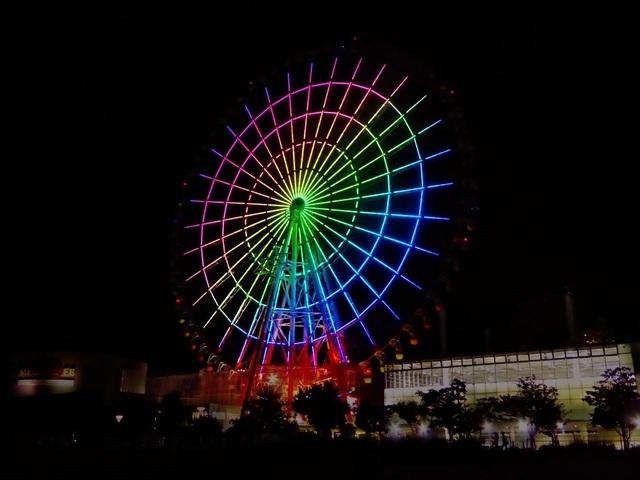 """<div>複合型施設「palette town」</div> <div>中世ヨーロッパの雰囲気が特徴的な商業施設「VenusFort」をはじめ、</div> <div>モビリティの体験型テーマパーク「MEGA WEB」や「パレットタウン大観覧車」</div> <div>「Zepp Tokyo」など、多様な施設が集結した複合型施設。</div> <div>https://www.palette-town.com/index.html</div><div class=""""thumnail post_thumb""""><a href=""""https://www.palette-town.com/index.html""""><h3 class=""""sitetitle"""">東京お台場 パレットタウン """"palette town""""</h3><p class=""""description"""">楽しさ色いろ【東京お台場パレットタウン palette town odaiba tokyo】. 東京臨海副都心所在の,「色の数だけ楽しさいっぱい!」な個性豊かで特色ある複合型商業施設です. 一日丸々遊びにきてください.</p></a></div> ()"""