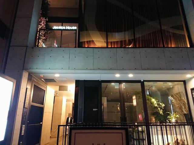 <p>ベンチャー・フォーラムin大阪の交流会で</p> <p>南船場のジェシカハウスへ行って来ました。</p> <p>有名デザイナーが手掛けられ空間はとてもお洒落でした。</p> <p>ベンチャー・フォーラムとは・・<br />成長する企業を応援する会 <br />社長と社長、事業と事業を結ぶ「ハブ」となるべく運営されています。<br />http://ventureforum.jp/<br /><br />hara<br /><br /></p> ()