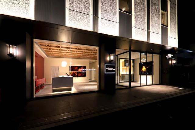 "<div>軽井沢や名古屋で人気のカフェ</div> <div>「ELOISE's Cafe 浅草店」4月26日グランドオープン!</div> <div>和モダンにアレンジした名物のフレンチトーストや</div> <div>エッグベネディクトなど、浅草限定メニューが楽しめる。。。</div> <div>https://g.page/eloise-s-cafe-tokyo-asakusa?share</div> <div> <blockquote class=""twitter-tweet""> <p lang=""ja"" dir=""ltr"">和モダンコンセプトのデザインホテル「THE KANZASHI Tokyo Asakusa」の1階にエロイーズカフェ6店舗目となる東京浅草店が2021.4.26にグランドオープン!<br />お近くにお越しの方はぜひお立ち寄りください!<br />ELOISE's Cafe Tokyo Asakusa<br />03-6802-7339<a href=""https://t.co/j7jUYEF5mH"">https://t.co/j7jUYEF5mH</a>…<br />営業時間7:00-15:00 <a href=""https://t.co/YsTcz7OIt8"">pic.twitter.com/YsTcz7OIt8</a></p> — 土屋勇磨@軽井沢総合研究所 (@yumatsuchiya) <a href=""https://twitter.com/yumatsuchiya/status/1386193440635953152?ref_src=twsrc%5Etfw"">April 25, 2021</a></blockquote> <script async="""" src=""https://platform.twitter.com/widgets.js"" charset=""utf-8""></script> </div><div class=""news_area is_type02""><div class=""thumnail""><a href=""https://g.page/eloise-s-cafe-tokyo-asakusa?share""><div class=""image""><img src=""https://lh5.googleusercontent.com/p/AF1QipPyv3NzaQYLESJPibOeF9GFdHMpb3VzmULdySCA=w256-h256-k-no-p""></div><div class=""text""><h3 class=""sitetitle"">ELOISE's Cafe Tokyo Asakusa</h3><p class=""description"">★★★★★ · カフェ・喫茶 · 浅草2丁目27−10</p></div></a></div></div> ()"