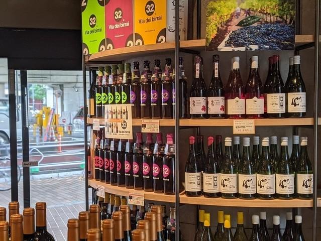 "<div>「発酵ビストロSAKE-YA喜多見」4月8日オープン!</div> <div>直輸入ワイン200種類、クラフトビール120種類、</div> <div>日本酒30種を扱うブルワリー併設のちょっとあたらしい酒屋。。</div> <div>https://tabelog.com/tokyo/A1318/A131814/13256819/</div> <div>https://www.instagram.com/sakeya.kitami/</div> <div><iframe src=""https://www.facebook.com/plugins/post.php?href=https%3A%2F%2Fwww.facebook.com%2Fshibataya1%2Fposts%2F4071997152862511&width=500&show_text=true&height=524&appId"" width=""500"" height=""524"" style=""border: none; overflow: hidden;"" scrolling=""no"" frameborder=""0"" allowfullscreen=""true"" allow=""autoplay; clipboard-write; encrypted-media; picture-in-picture; web-share""></iframe></div> <div><iframe src=""https://www.facebook.com/plugins/post.php?href=https%3A%2F%2Fwww.facebook.com%2Fshibataya1%2Fposts%2F4071454892916737&width=500&show_text=true&height=634&appId"" width=""500"" height=""634"" style=""border: none; overflow: hidden;"" scrolling=""no"" frameborder=""0"" allowfullscreen=""true"" allow=""autoplay; clipboard-write; encrypted-media; picture-in-picture; web-share""></iframe></div> <div></div> <div class=""news_area is_type01""> <div class=""thumnail""><a href=""https://tabelog.com/tokyo/A1318/A131814/13256819/""> <div class=""image""><img src=""https://tblg.k-img.com/resize/640x640c/restaurant/images/Rvw/148651/148651013.jpg?token=6ede027&api=v2"" /></div> <div class=""text""> <h3 class=""sitetitle"">発酵ビストロSAKE-YA KITAMI (喜多見/和食(その他))</h3> <p class=""description"">■味噌や麹を中心とした「発酵」がテーマの居酒屋。自家醸造のビールは、お持ち帰りもOKです! ■予算(夜):¥3,000~¥3,999</p> </div> </a></div> </div> ()"
