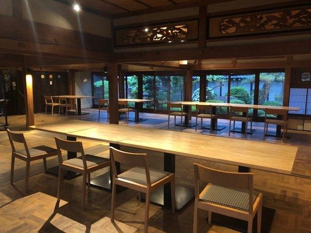 "<p>こんにちは、奈良県香芝市のココチキッチン奈良狐井です。<br /><br />本日の1枚の写真は、新型コロナ感染防止対策の3枚の写真です。<br /><br />お席は全て庭園側に向けて座席数を減らし、<br /><br />店内には数ヵ所にビニールカーテンを設置いたしました✨<br /><br />本日も皆様のご来店を心よりお待ちしています!<br /><br /></p> <p><strong>[新型コロナ感染防止対策によるサービス内容変更点]</strong><br />・座席数を減らし向かい合わないよう庭園の一方向に座席を配置<br />・店内数ヵ所に透明ビニールカーテン設置<br />・デザートワゴンを一時休止、皿に6種類盛り付けて提供<br />お客様にはご不自由をおかけしますが、ご理解のほどよろしくお願いいたします。<br /><br /><strong>ココチキッチン奈良狐井</strong> 奈良県香芝市狐井613 1階 ・・・・・・・<br />open:11:00-14:30 17:30-21:30 close:木曜.第三水曜日<br /><strong>tel:0745-44-8275</strong>※<strong>完全予約制<br /></strong>近鉄五位堂駅より徒歩10分 敷地内に大きな駐車場(20台以上)<br /><a href=""http://www.cocochi-kitchen.com/"">HP</a><a href=""https://www.instagram.com/cocochikitchen/"">Instagram</a><a href=""https://twitter.com/cocochikitchen"">twitter</a><a href=""https://www.facebook.com/cocochi.kitchen/"">Facebook</a><a href=""../../cocochikitchen"">PRtree</a><br />※ランチは11時~と13時~の二部制営業になります。<br />※ディナーは2営業日前までにご予約願います。<br />※2階<a href=""../../cocochizakka"">cocochizakka</a>は10時30分から18時までの営業になります。<br /><br /><strong>cocochizakka</strong> 奈良県香芝市狐井613 2階 ・・・・・・・<br />open:10:30-18:00 close:日曜.木曜.第三水曜日<br /><strong>tel:0745-44-8275</strong> mail:cocochizakka@gmail.com<br /><a href=""https://cocochizakka.jimdofree.com/"">HP</a><a href=""https://www.instagram.com/cocochizakka/"">Instagram</a><a href=""https://www.facebook.com/cocochizakka613/"">Facebook</a><a href=""../../cocochizakka"">PRtree</a><br />※ココチ雑貨のみのご来店も大歓迎です。<br /><br /><a href=""https://bit.ly/2VkdWrd"">近鉄五位堂駅からの動画</a> <a href=""https://bit.ly/2wBiy48"">近鉄下田駅からの動画</a><br /><br /><a href=""../../cocochikitchen/menu/141.html"">https://prtree.jp/cocochikitchen/menu/141.html</a></p> <div class=""news_area is_type01""> <div class=""thumnail""><a href=""../../cocochikitchen/menu/141.html""> <div class=""image""><img src=""../../sv_image/w640h640/6I/5f/6I5fkMj0J2ZnRLyH.jpg"" /></div> <div class=""text""> <h3 class=""sitetitle"">奈良県香芝市の古民家を改装したイタリアンを中心としたダイニング『ココチキッチン奈良狐井』</h3> <p class=""description"">懐かしくて落ち着く古民家で少しだけ贅沢なひとときをお過ごし下さい</p> </div> </a></div"